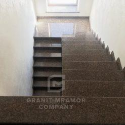 stupeni-iz-granita-dliy-lestnits-1